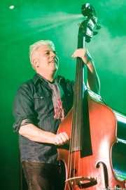 Jason Wilson, contrabajista de The James Hunter Six (Purple Weekend Festival, León, 2016)