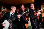 Paul Fitzgerald -banjo y voz-, Andrew Stafford -contrabajo-, Neil Robert Herd -voz y guitarra- y Sid Griffin -mandolina, voz y armónica- de The Coal PortersThe Coal Porters (Purple Weekend Festival, León, 2016)