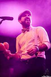 Saúl Santolaria, cantante en el Homenaje a The Concert for Bangladesh. George Harrison, Santana 27, Fever Club, Bilbao, 30/XII/2016 (Santana 27, Bilbao, 2016)