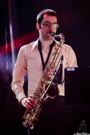 "Guillermo ""Willy"" García, saxofonista en el Homenaje a The Concert for Bangladesh. George Harrison (Santana 27, Bilbao, 2016)"
