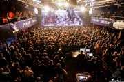 """Iñigo L. Agudo -voz-, Miguel Moral -voz-, Saúl Santolaria -voz-, Pit Idoyaga -voz y guitarra-, Sara Íñiguez -voz-, Iñaki Uranga -voz y guitarra-, Inés Goñi -voz-, Charly Uribe -voz y guitarra-, Juan Uribe -bajo-, Ander Cisneros -percusión-, Iñigo Gil -batería-, Josu Aguinaga -guitarra-, Ricardo Ibáñez """"Ricky"""" -pandereta-, Guillermo """"Willy"""" García -saxofón-, Fernando Gerrikagoitia -trombón-, Gorka Carralero -trompeta-, Álex Blasco -órgano-, Lázaro Anasagasti -batería-, Natxo Beltrán -batería-, Diego LasHeras -pianista-,Jokin Salaberria -bajo y voz-, Dani Merino -guitarra y voz-, Txomin Guzmán -voz, guitarra y órgano-, Álvaro Segovia-, guitarra-, Alfredo Niharra -guitarra y voz- y Gonzalo Portugal -guitarra y voz- del Homenaje a The Concert for Bangladesh. George Harrison (Santana 27, Bilbao, 2016)"""