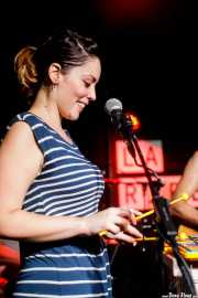 Xandra de la Vega, cantante y xilofonista de Mud Candies (La Ribera, Bilbao, 2017)