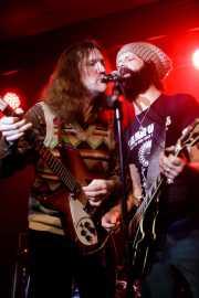Denny Peppers -guitarra- y Luke Smyth -voz y guitarra- de Ulysses