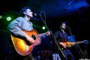 Page Burkum -voz y guitarra- y Jack Torrey -voz y guitarra- de The Cactus Blossoms (Kafe Antzokia, Bilbao, 2017)