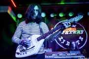 LA Solano -guitarra- y Zach Butler -batería- de The Mystery Lights (Kafe Antzokia, Bilbao, 2017)