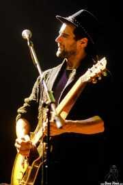 Paco López, guitarrista y cantante de Morgan (Kafe Antzokia, Bilbao, 2017)