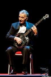 Jorge Maronna, cantante y cuerdas de Les Luthiers, aquí con el banjo (Palacio Euskaduna Jauregia, Bilbao, 2017)