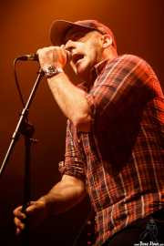 Alberto Barañano, cantante de The Associados (Kafe Antzokia, Bilbao, 2017)