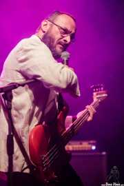 Denis Valentini, bajista y cantante de Don Antonio (Kafe Antzokia, Bilbao, 2017)