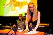 "Ana ""Smogger"" González -órgano y voz- y Goyo ""Smogger"" Campos -batería- de The Smoggers (Hika Ateneo, Bilbao, 2017)"