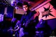 Eneko Cepeda -bajo-, Álvaro Segovia -voz y guitarra- y Galder Creo -batería- de Cavaliere (Shake!, Bilbao, 2017)