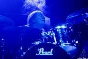Patrik Jansson, baterista de Hellsingland Underground (Azkena Rock Festival, Vitoria-Gasteiz, 2017)
