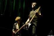 Billy Cervin -guitarra- y Adam Wladis -bajo- de Union Carbide Productions (Azkena Rock Festival, Vitoria-Gasteiz, 2017)