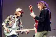 Daniel Tichenor -bajo- y Nick Bockrath -guitarra- de Cage the Elephant (Bilbao BBK Live, Bilbao, 2017)