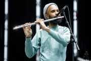 Morgan Henderson, saxofonista, flautista y percusionista de Fleet Foxes (Bilbao BBK Live, Bilbao, 2017)