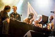 Carl-Johan Fogelklou -bajo-, Daniel Haglund -teclados-, Björn Dixgård -voz y guitarra-, Patrik Heikinpieti -batería- y Jens Siverstedt -guitarra- de Mando Diao (Mundaka Festival, Mundaka, 2017)