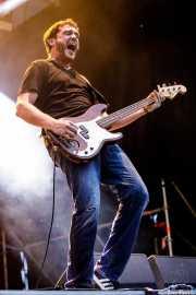 Xan Bidegain, bajista de Willis Drummond (Mundaka Festival, Mundaka, 2017)