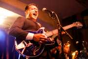 "Simone ""Sugar Daddy"" Caputo, cantante, guitarrista y armonicista de Sugar Daddy & The Cereal Killers (Festivalle Tobalina, Quintana Martín Galíndez, 2017)"