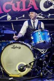 Johnny Maben, baterista  de The Kaisers (Funtastic Dracula Carnival, Benidorm, 2017)
