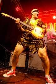 Juan Diego, bajista de The Neanderthals (Funtastic Dracula Carnival, Benidorm, 2017)