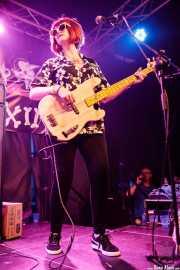 Mary Huff. cantante y bajista de Southern Culture on the Skids (Funtastic Dracula Carnival, Benidorm, 2017)