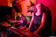 Julen Makazaga  -batería- y Ana Agirrebalzategi -teclado- de The Northagirres (Shake!, Bilbao, 2017)