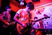 Gonzalo González -guitarra-, Pablo Martínez -voz y guitarra- y Asier San Sebastián -batería-  de Albert Cavalier (Shake!, Bilbao, 2017)