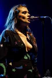 Jane Penny, cantante de TOPS (BIME festival, Barakaldo, 2017)