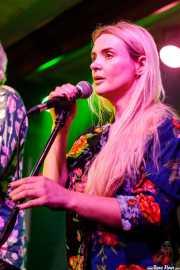 Robyn Hitchcock -voz y guitarra- y Emma Swift -voz invitada- (Kafe Antzokia, Bilbao, 2017)