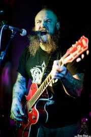Mikey Classic, cantante, guitarrista y banjista de The Goddamn Gallows (Nave 9 (Museo marítimo), Bilbao, 2017)