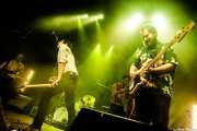 Joseba Irazoki -guitarra-, Rober! -voz, guitarra, teclado-, Javier Díez Ena -theremin invitado- y Jaime Nieto -bajo- de Atom Rhumba (Kafe Antzokia, Bilbao, 2017)