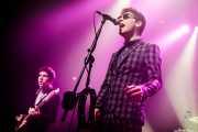 Pete O'Hanlon -bajo- y Ross Farrelly -voz y armónica- de The Strypes (Kafe Antzokia, Bilbao, 2018)