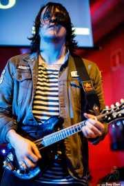 Adán Ruiz, mandolinista y guitarrista de Dead Bronco (Nave 9 (Museo marítimo), Bilbao, 2018)