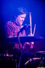 Steve Brookes,  baterista de Danny & The Champions of the World (Kafe Antzokia, Bilbao, 2018)