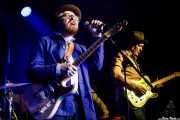 Danny George Wilson -voz y guitarra- y Paul Lush -guitarra- de Danny & The Champions of the World (Kafe Antzokia, Bilbao, 2018)