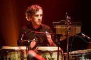 Unai Somocueto, percusionista de Saúl & Friends (Kafe Antzokia, Bilbao, 2018)