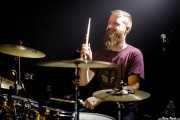 Gev Barrett, baterista de Crow Black Chicken (La Nube Café Teatro, Bilbao, 2018)