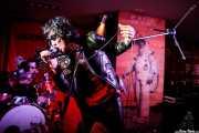 """Seiji """"Guitar Wolf"""" -voz y guitarra- y Toru """"Drum Wolf"""" -batería- de Guitar Wolf (Satélite T, Bilbao, 2018)"""