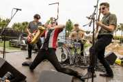 "Zig Criscuolo -bajo-, Spencer Evoy -saxo-, Wilco ""The Hammer"" van Eijk -batería- y Dan Criscuolo -guitarra- de The Fuzillis (FuzzVille - Magic Robin Hood Resort, Alfaz del Pi, 2018)"