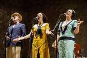 Marcos Padilla -voz-, Paula Padilla -voz y ukelele- y Helena Amado -voz- de O Sister! (Festival de Jazz de Sigüenza - Auditorio El Pósito, Sigüenza, 2018)