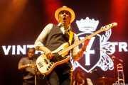 Ty Taylor -cantante-, Rick Barrio Dill -bajo- y Richard Danielson -batería- de Vintage Trouble (Los Conciertos de La Campa, Santander, 2018)