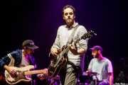 Joe Russo -bajo-, Tom Russo -voz y guitarra- y Marcel Tussie -batería- de Rolling Blackouts Coastal Fever (BIME festival, Barakaldo, 2018)