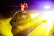 Alex Iturbe, guitarrista y armonicista de The WOP Band (Palacio Euskaduna Jauregia, Bilbao, 2018)