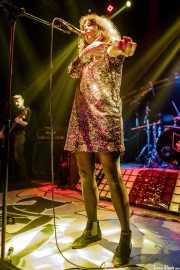 Beatriz Catalán -voz- y Jon Salas -bajo- de The Ribbons (Rock&Rolla, Berango, 2018)