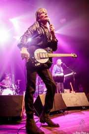 Vicente Rodriguez -batería-, Charlie Sexton -voz y guitarra y Chuck Prophet -voz y guitarra de Chuck Prophet & Charlie Sexton And The East River Truckers (Kafe Antzokia, Bilbao, 2019)