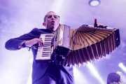 Matt Hensley, acordeonista de Flogging Molly (Santana 27, Bilbao, 2019)