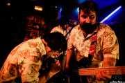 Ibai Urdiroz -voz-, Igor Peralta -guitarra- y Sergio Gil -bajo- de Dead Sequoia (El Tubo, Barakaldo, 2019)