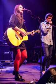Leire Heras-Gröh -voz y guitarra- de Rosebud junto a Gorka Pastor -cantante,colaboración especial- (Kafe Antzokia, Bilbao, 2019)