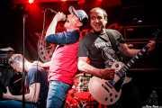 Lucas -voz y guitarra-, Jordi -voz y guitarra- e Iñaki Setién -guitarra invitado- de Delest (Mendigo, Barakaldo, 2019)