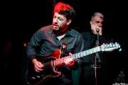 Nico Fami -guitarra, bajo- y Adrián Jiménez -armónica- con Tail Dragger (Sala Azkena, Bilbao, 2019)